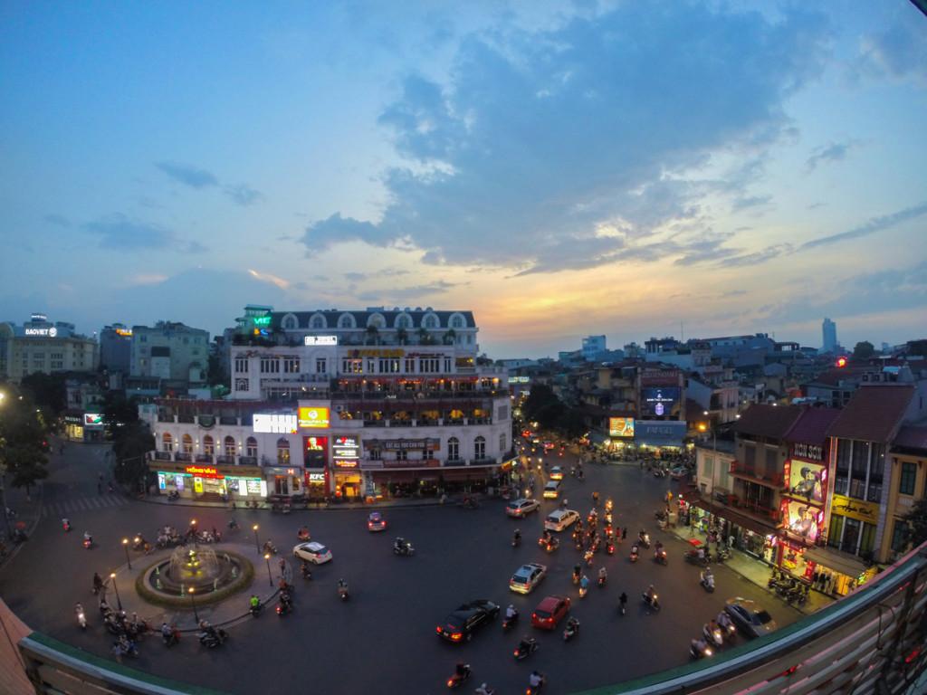 3em3-hanoi-old-quarter-city-view-caphe