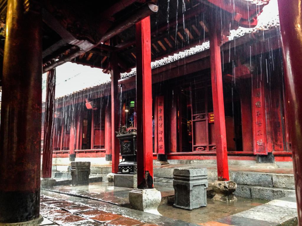3em3-hanoi-vietnam-temple-of-literature