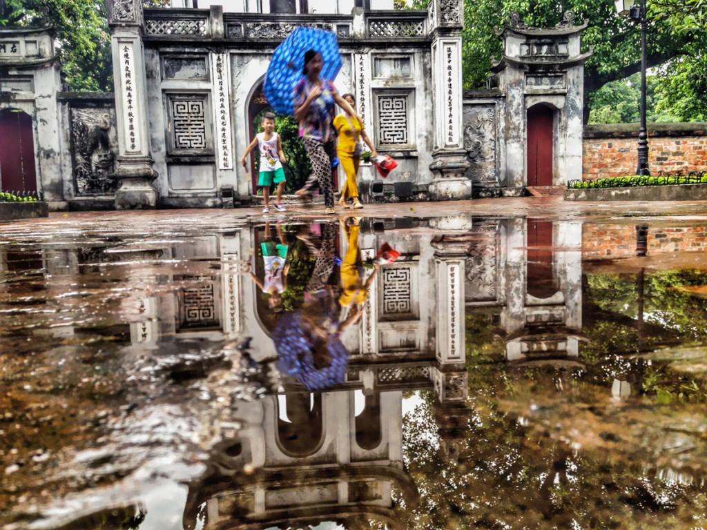 3em3-hanoi-vietnam-temple-of-literature-gate