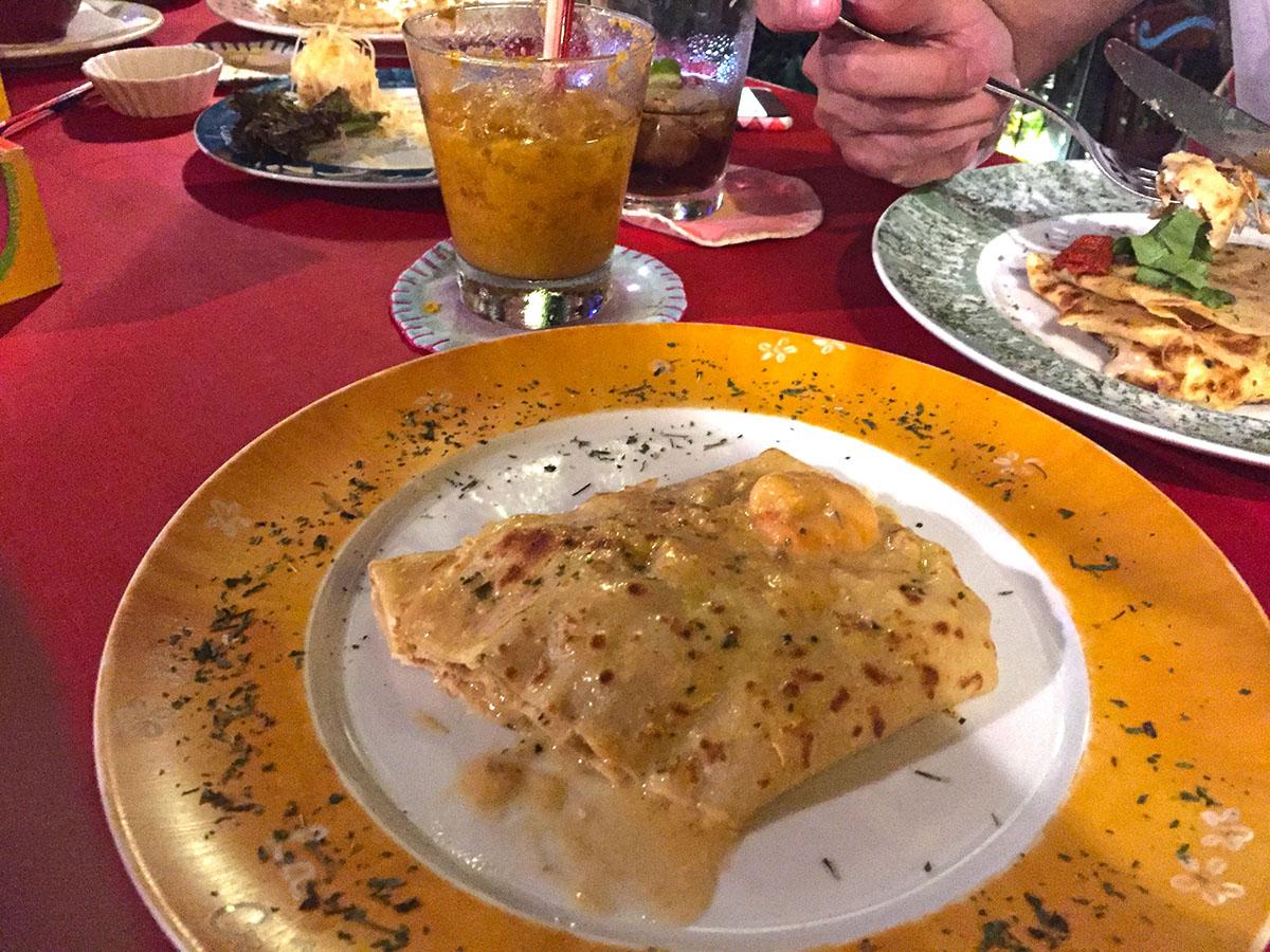 Essa é só metade do crepe de Camarão com Gorgonzola, que dividimos entre todos!