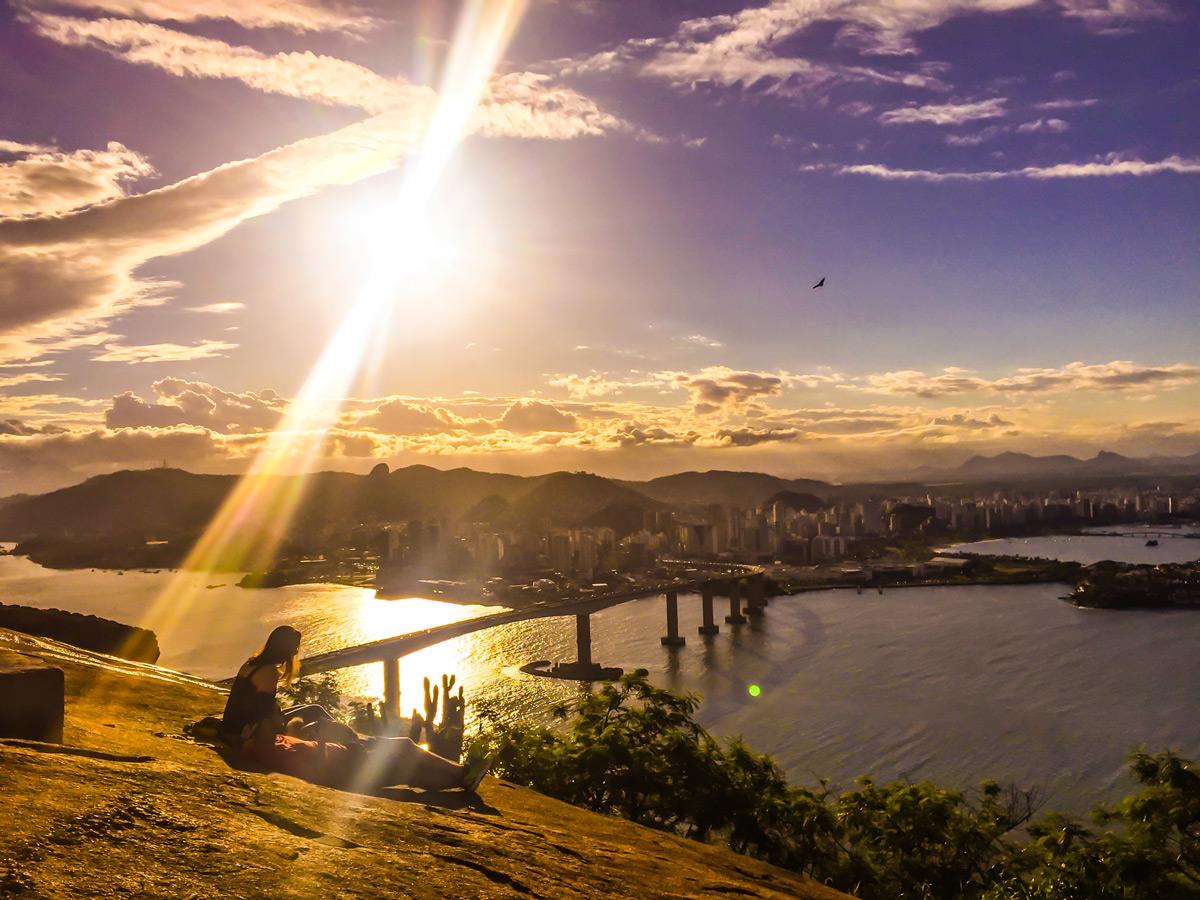 9a4ba4bd751e8 Por do sol do Morro do Moreno. A melhor vista de Vitória, a partir de Vila  Velha.